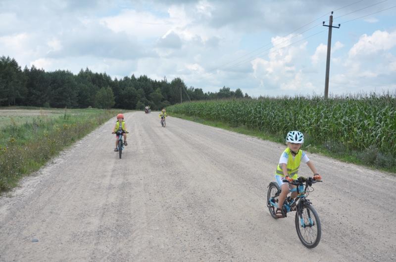 Amelka i Jurek na lekkich rowerach Frog 55