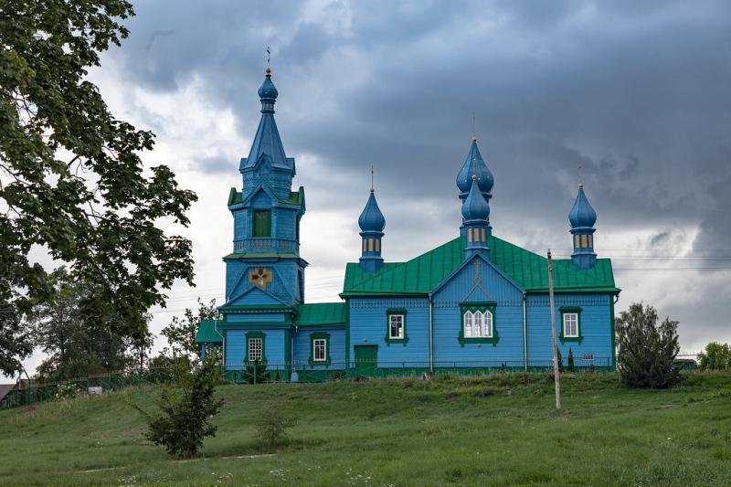 Jedna z kilku mijanych po drodze cerkwi - fot. Kuba Ruta - www.nastopach.pl