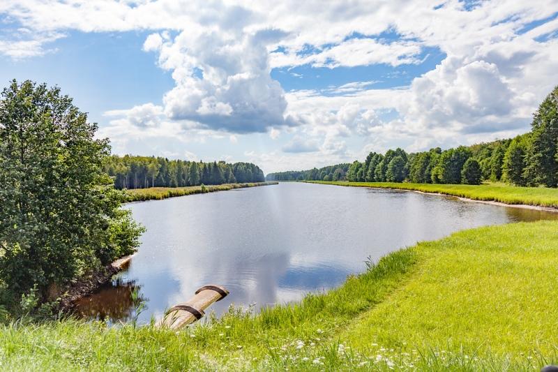 Malownicze Jezioro Lackie - fot. Kuba Ruta - www.nastopach.pl