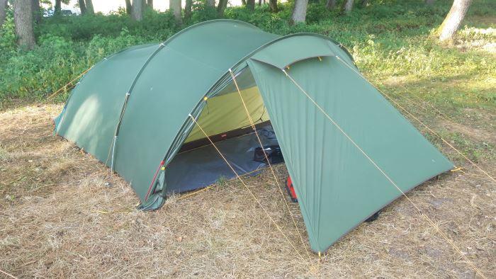 Namiot Naturehike Opalus 4 oferuje duży przedsionek, mieszczący cały bagaż naszej rodziny