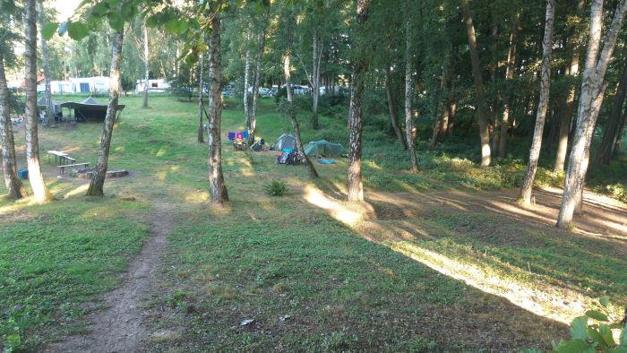 Ciekawie położone pole namiotowe na świetnym kempingu 64 w Zdbicach.