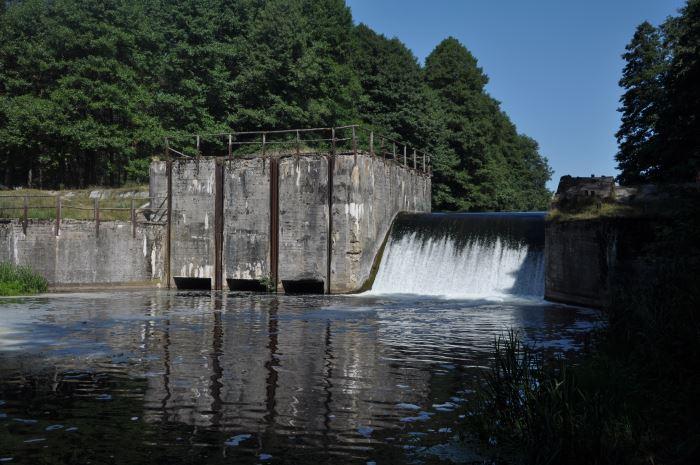 Jaz wodny na rzece Pilawa - miejsce wodowania kajaków