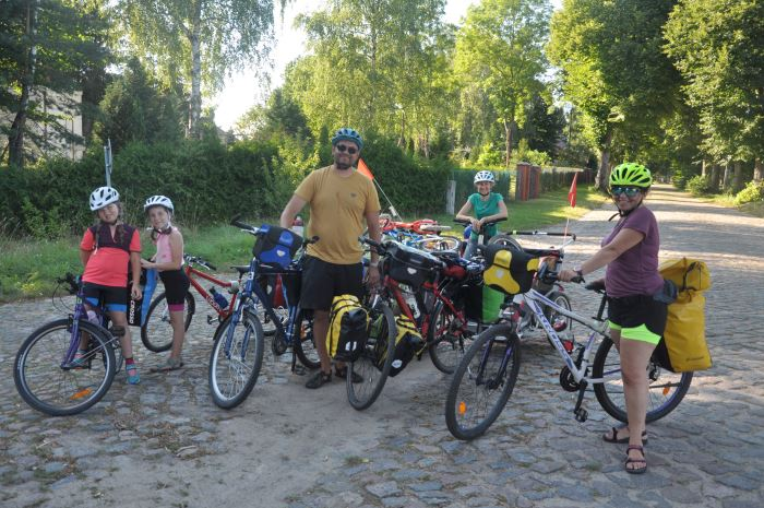 Starsza część naszej ekipy na rodzinnym wyjeździe rowerowym 2020 :)