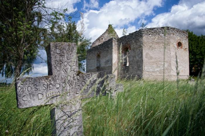 Ruiny cerkwi w Hucie Różanieckiej