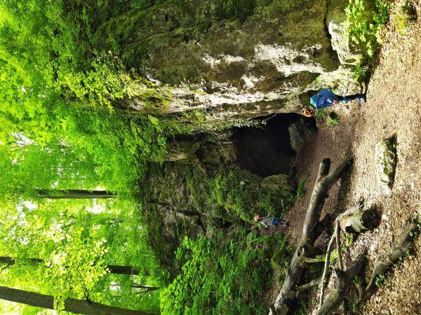 Skały, ostańce, ruiny zamków, jaskinie - Szlak Orlich Gniazd to mnóstwo atrakcji na każdym kroku, szczególnie dla dzieci.