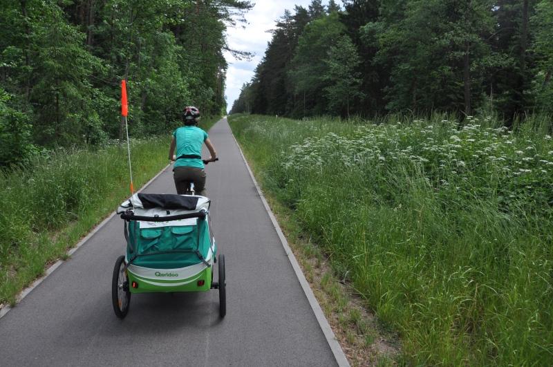 Z przyczepką rowerową można jeździć po jezdni lub po drodze dla rowerów