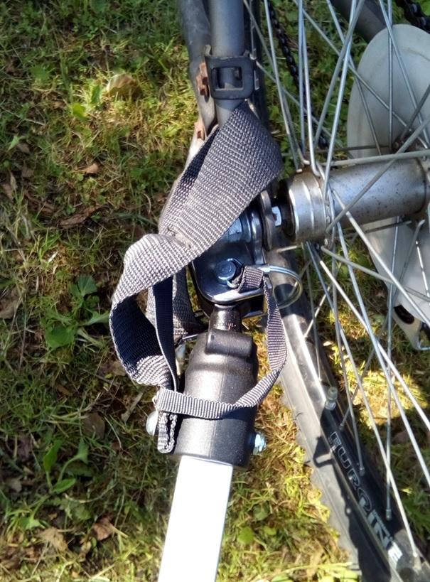 Uchwyt i zaczep mocujący przyczepkę Qeridoo KidGoo 1 do ramy roweru.
