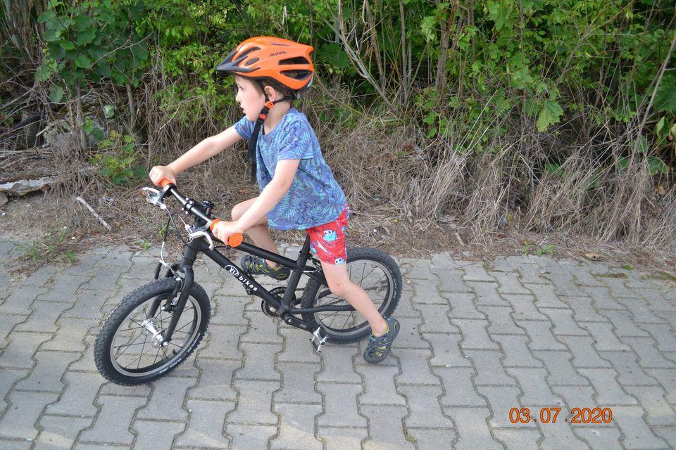 """Lekki rower dla dziecka Kubikes 16"""" MTB w akcji"""