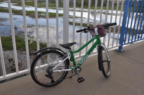 """WOOM 4 - lekki rower dla dziecka na kołach 20"""""""